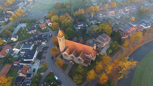 Harmelen rooms katholieke kerk van boven af gezien
