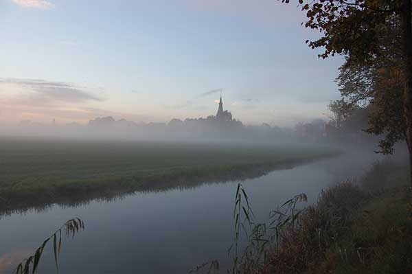 Harmelen, skyline in de ochtendnevel vanaf de Joncherenlaan